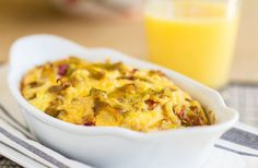 Green Chile Cheese Breakfast Bake - Quick & Easy from MJ's Kitchen Baked Breakfast Recipes, Vegetarian Breakfast, Breakfast Bake, Breakfast For Dinner, Breakfast Dishes, Stale Bread, How To Cook Beans, How To Eat Better, Quick And Easy Breakfast