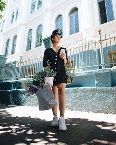 Tênis chunky: como usar o calçado do momento sem sair do seu estilo Short Jeans, Sequin Skirt, Sequins, Street Style, Fashion, Jeans And Tshirt, Fashion Tips, Fair Grounds, Style