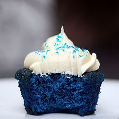 Blue Velvet Cupcakes: discover the perfect shade of blue and how I learned to achieve it! Jan 17