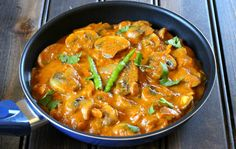 Mushroom Butter Masala is a spicy, creamy and irresistible delicious dish that can be served with steamed rice / bread variety or dosas for lunch / dinner.