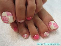 Middle finger and little finger was coloring in pink color to match the color of the flowers. I was accented with studs and pearl Smaller nail pink.