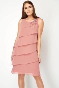 Take a lesson in effortless elegance with this pretty frill chiffon dress. Elegant Dresses Classy, Classy Dress, Stylish Dresses, Women's Fashion Dresses, Going Out Dresses, Pretty Dresses, Chifon Dress, Frock Patterns, Pink Chiffon Dress