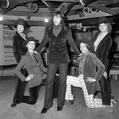 "Manchester United soccer star George Best surrounded by the ""Gangsters"", four Manchester models. Left to right, Carolyn Moore, Kathy Anders, Verena and Mandy Preston. Soccer Stars, Sports Stars, Bobby Robson, Chris Wright, Kenny Dalglish, Manchester United Soccer, Seventies Fashion, British Style, British Fashion"