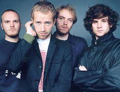 """PASIÓN POR LA MÚSICA EN LA FONOTECA: Hace casi 15 años que empezó a grabarse """"Parachutes"""", el primer disco de Coldplay (2.COL par), la banda de Chris Martin. Si no lo has escuchado todavía y eres socio de la Biblioteca Provincial, puedes llevártelo a casa en préstamo. Sus canciones hablan de la amistad, el amor, la pérdida, las oportunidades… y de muchas otras cosas de la vida. Está especialmente recomendado para aquellas personas a las que les gusta la música Pop Rock. #bdrecomienda"""