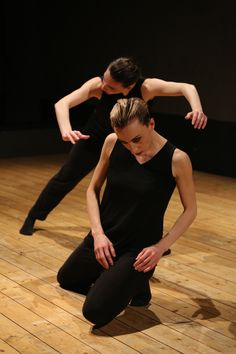 posa per coreografia Walking and Talking - Equilibrio Dinamico Dance Company