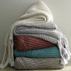 CHUNKY TASSEL THROW in muted neutral tones.