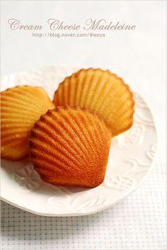 케이크 식감의 부드럽고 촉촉한 구움과자 마들렌.. 크림치즈를 넣어 고소함을 더했습니다.. 크림치즈 마들...