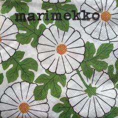マリメッコのペーパーナプキン、マーガレットのようなお花が印象的なVERANTA/ヴェランタ柄が入荷しました!  フィンランド語でヴェランタとはベランダという意味。