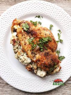 Reteta de piept de pui umplut cu brânză, roșii uscate și verdețuri este una usoara, de vara...eu m-am indragostit de ea la prima vedere pentru ca ador toate ingredientele. Chicken, Meat, Food, Essen, Meals, Yemek, Eten, Cubs