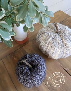 DIY Fall Yarn-Wrapped Cozy Pumpkins Chunky Knit Yarn, Fake Pumpkins, Easy Fall Crafts, Types Of Craft, Pumpkin Crafts, Dollar Store Crafts, Pumpkin Decorating, Fall Wreaths, Colorful Decor