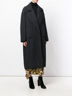 Oversized Coats for Women- Designer 2019 Coats For Women, Clothes For Women, Oversized Coat, Mom Outfits, Outerwear Women, Quilted Coats, Winter Fashion, Fashion Looks, Street Style