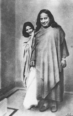 Paramahansa  Yogananda and Anandamayi ma. How beautiful!