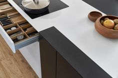 Une cuisine noire et blanche, l'élégance intemporelle, Leicht.