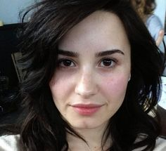 Click here to see more celebrities without makeup.