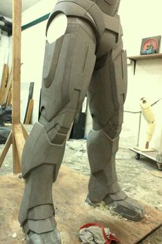 Re: Some Recent works on Iron Man 2 replica : WAR MACHINE ARMOR ! Iron Man Suit, Iron Man Armor, Origami Weapons, How To Make Iron, Iron Man Poster, Iron Man Cosplay, Cardboard Model, Foam Armor, Iron Man Avengers