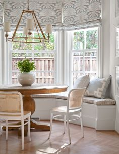 dream home design Coin Banquette, Banquette Seating, Dining Nook, Dining Room Design, Dining Bench, Decoration Bedroom, Room Decor, Classic Kitchen, Built In Bench