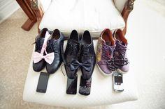 Schuhe, Fliege, Handy - für Bräutigam und Trauzeugen | Foto: Charmewedd