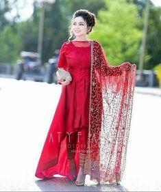 Pakistani Formal Dresses, Pakistani Fashion Party Wear, Pakistani Wedding Outfits, Indian Gowns Dresses, Pakistani Dress Design, Shadi Dresses, Wedding Hijab, Fancy Dress Design, Stylish Dress Designs