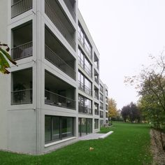 apartment building / Piotr Brzoza