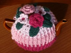 My latest tea cozy. I've used free patterns for flowers and leaves, and combined them in my own way.