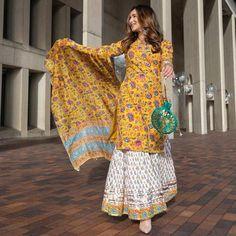Stylish Dress Designs, Stylish Dresses, Latest Traditional Dresses, Chudidhar Designs, Silk Kurti Designs, Blouse Designs, Dress Indian Style, Indian Wear, Indian Suits