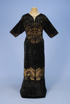 FORTUNY STENCILED VELVET GOWN, EARLY 20th C.