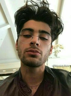 """""""i want this zayn picture tattooed on my forehead"""" Zayn Malik Fotos, Estilo Zayn Malik, Zayn Malik Young, Zayn Malik Hair, Four One Direction, One Direction Pictures, Direction Quotes, Foto One, Zayn Mallik"""
