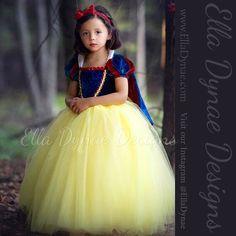 Snow White (Costume by EllaDynae @Etsy) #SnowWhiteAndTheSevenDwarfs