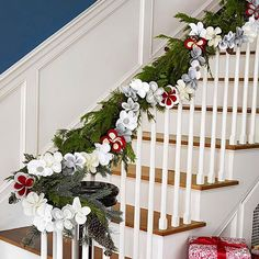 For a dramatic banister, double up on garland. Step Wrap a traditional green garland around your banister. Step Attach a contrasting garland, like this one made of felt flowers, to the first garland with wire ties. Christmas Stairs Decorations, Christmas Staircase, Diy Christmas Garland, Miniature Christmas Trees, Christmas Holidays, Christmas Crafts, Family Holiday, Advent Wreath, Christmas Christmas