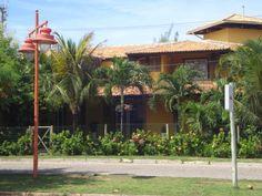 Apartamento em condomínio com ótima localização em Praia do Forte. Apartamento quarto e sala, cozinha, banheiro e varanda. Nascente. Basicamente mobiliado. Estacionamento. Área construída: 46...
