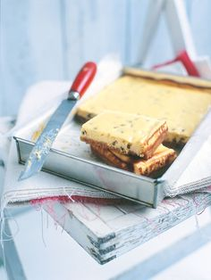 Donna Hay - passionfruit cheesecake slice, sounds quick to make, has ricotta and cream cheese. Passionfruit Cheesecake, Passionfruit Recipes, Passionfruit Slice, Ricotta Cheesecake, Köstliche Desserts, Delicious Desserts, Dessert Recipes, Yummy Food, Cheesecakes