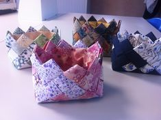 Patchwork, Denim, and Slow 333618284898746684 Tutorial Patchwork, Fabric Basket Tutorial, Pouch Tutorial, Patchwork Bags, Patch Quilt, Origami, Diy And Crafts, Sewing Projects, Gift Wrapping