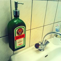 \   Ekologiczna i pomysłowa mydelniczka :) #jagermeister #packaging #design #DIY #creative #zrobtosam #bottle #chooseglass #butelka #szkło