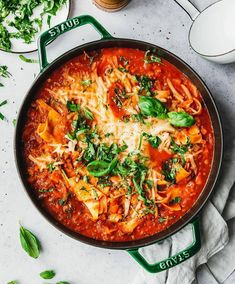 Our vegan lasagna soup. The tastiest soup mess that honestly deserves the addition of lasagna, but s Lasagna Recipe With Ricotta, Easy Lasagna Recipe, Lasagna Recipes, Healthy Vegan Desserts, Healthy Eating, Soup Recipes, Vegetarian Recipes, Eat This, Lasagna Soup
