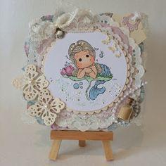 Heidis kortlagingsblogg: Havfrue Tilda Magnolia, Decorative Plates, Design, Home Decor, Homemade Home Decor, Design Comics, Decoration Home, Interior Decorating