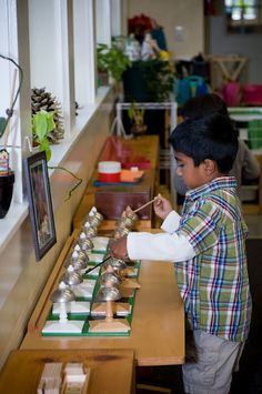 Playing the Montessori bells - music education in preschool