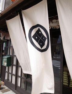 東米穀店 a rice store entrance