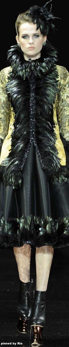 Guo Pei FW 2016-17 Couture l Ria