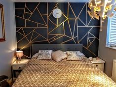 What you do not know about geometric wall paint might be .- Was Sie nicht über geometrische Wandfarbe wissen, könnte mehr kosten, als Sie denken What you do not know about geometric wall paint could cost you more than you think - Gold Bedroom, Home Decor Bedroom, Bedroom Black, Interior Livingroom, Bedroom Wall Decorations, Master Bedroom, Accent Wall Bedroom, Interior Walls, Diy Bedroom