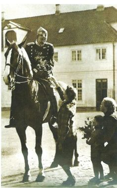 The King of Denmark went out on his horse in Copenhagen every day during the German occupation in World War 2.