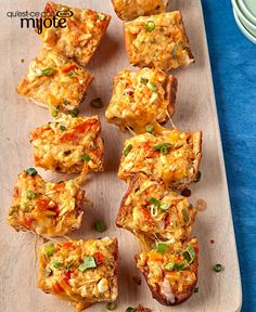 This recipe transforms a loaf of bread into a delectable party appetizer. Our Cheesy Stuffed Buffalo Chicken Bread has all of the flavour of Buffalo chicken on a toasty baguette. Quick And Easy Appetizers, Easy Appetizer Recipes, Appetizers For Party, Kraft Recipes, Bread Recipes, Buffalo Chicken Bread, Barbecue Ribs, Pull Apart Bread, What To Cook