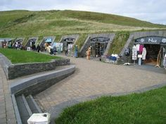 269343-cliffs-of-moher-shops--built-into-the-hillside-to-avoid-cluttering-the-natural-landscape-cliffs-of-moher-ireland.jpg 640×479 pixels