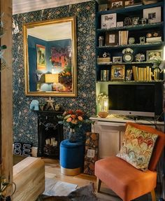 A Story of Home - - Bold Bright British - Nature Inspired Design William Morris Wallpaper, Morris Wallpapers, Modern Victorian Homes, Chimney Breast, Arts And Crafts House, Interiors Magazine, Front Rooms, Home Wallpaper, Decoration