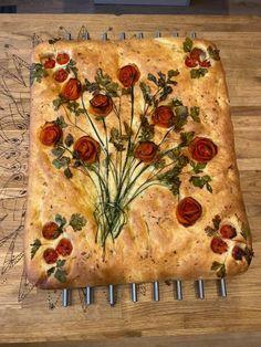A friend's focaccia : Baking Aperitivos Finger Food, Cute Food, Yummy Food, Comida Pizza, Bread Recipes, Cooking Recipes, Cooking Ideas, Scd Recipes, Lasagna Recipes