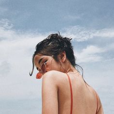 Imagen de girl, sky, and summer photography Shotting Photo, Photography Poses Women, Photography Music, Vsco Photography Inspiration, Teenage Girl Photography, Portrait Photography Poses, Photography Projects, People Photography, Mobile Photography