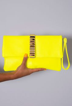 Pink Boutique Bellona neon yellow & gold clutch #bag http://www.pinkboutique.co.uk/new-in/bellona-neon-yellow-and-gold-clutch-bag.html #pinkboutique