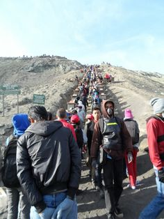 250stairs to go up to see Bromo Cratee