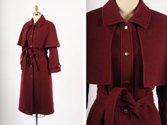1970s coat/ 70s wool capelet coat/ small by shopKLAD on Etsy