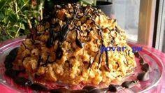"""Торт """"Муравейник"""" классический  Очень просто и вкусно. Этот торт мы готовим уже 21 год. Муравейник - мой самый любимый торт, после только Наполеон   Ингредиенты:  Мука — 3,5 ст. Сахар — 0,5 ст. Сметана — 200 г Маргарин (или масло) — 200 г Соль (щепотка) Сода — 0,5 ч. л. Молоко сгущенное (вареная) — 1 бан. Масло сливочное — 200 г.  Приготовление:   Просеять муку. Добавить в муку маргарин, сахар, сметану и все перемешать (соль и соду я обычно не кладу, но если вы хотите - самое время это…"""