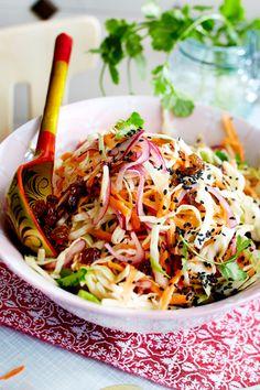 "Weißkohlsalat ""Orientalisch to go"" Vegan Coleslaw vegan coleslaw healthy Healthy Coleslaw, Healthy Salads, Healthy Eating, Grilling Recipes, Raw Food Recipes, Asian Recipes, Ethnic Recipes, Vegan Food, Coleslaw Sandwich"